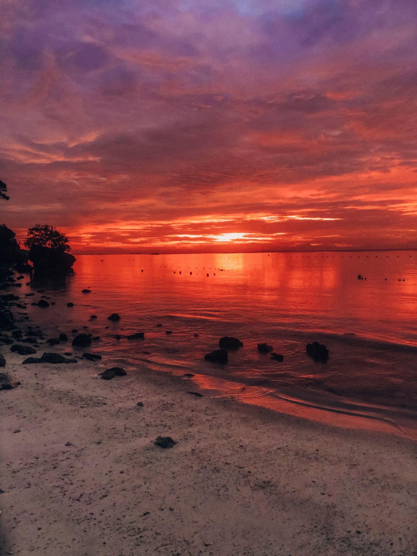 sunrise_alona_beach_lemonaidlies